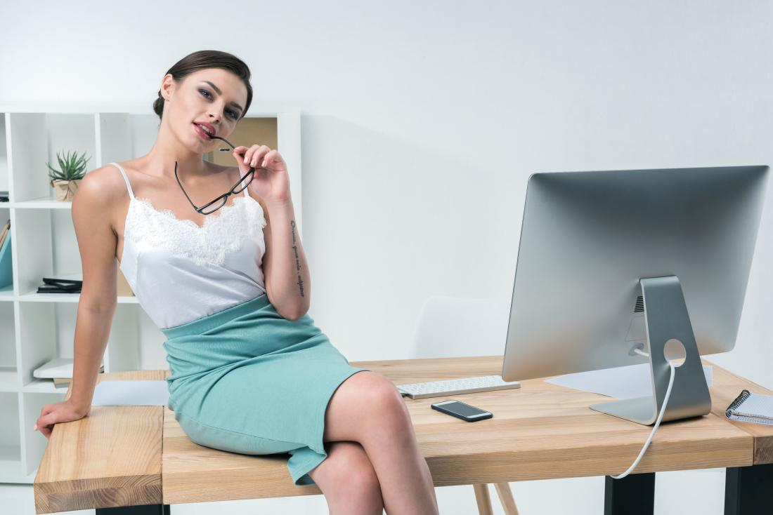 Najlepsze biurko do komputera – podpowiadamy na co zwrócić uwagę podczas zakupu biurka do pracy